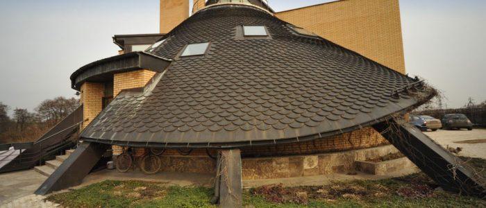 Коническая крыша из штучной металлочерепицы