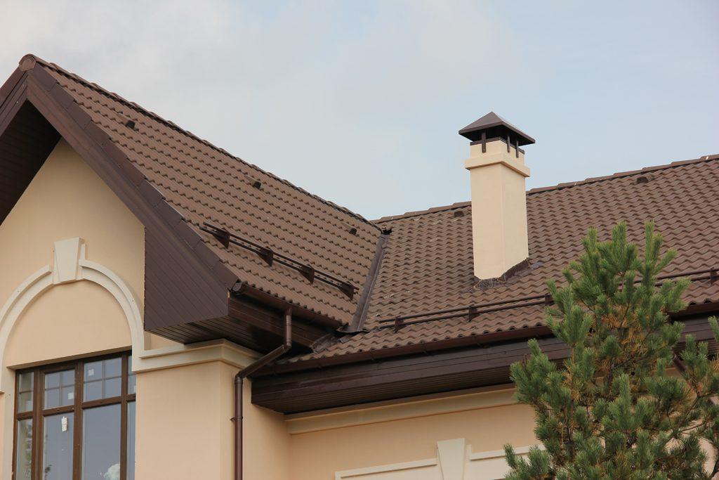 Многошипцовая крыша из цементно-песчаной черепицы