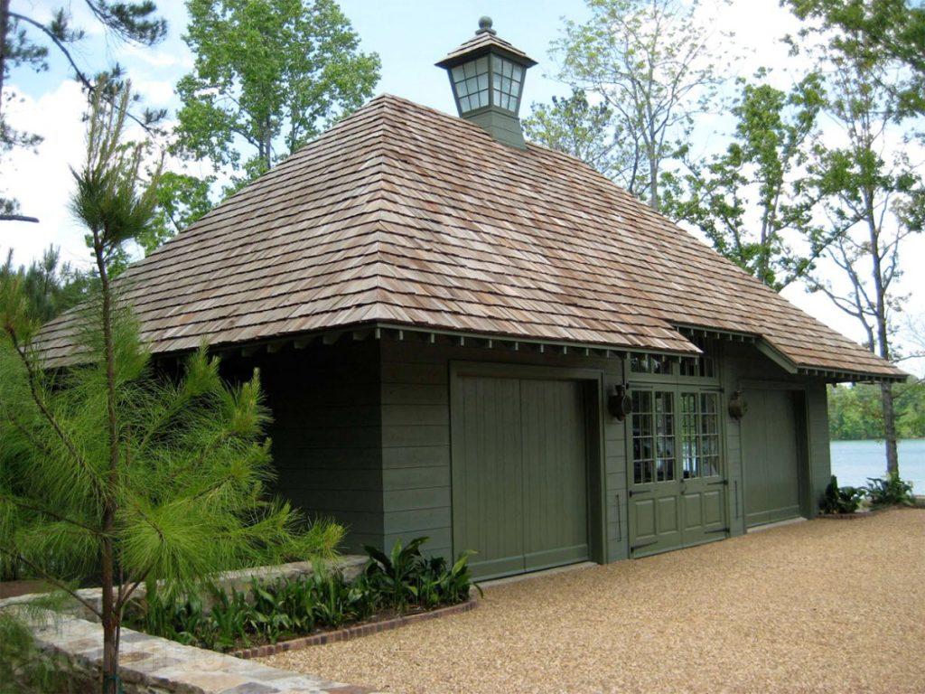 вальмовая деревянная крыша