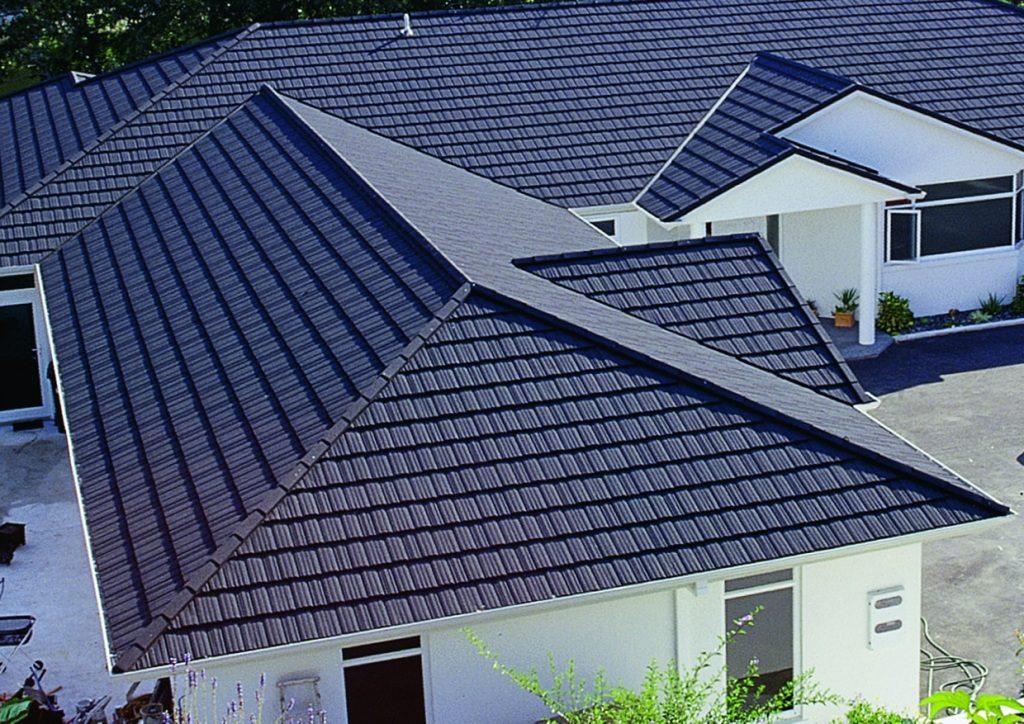 вальмовая крыша из композитной черепицы