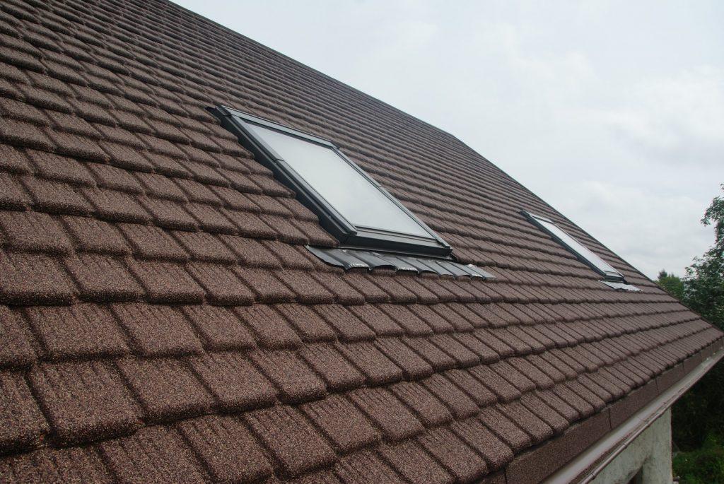 двухскатная крыша из композитной черепицы