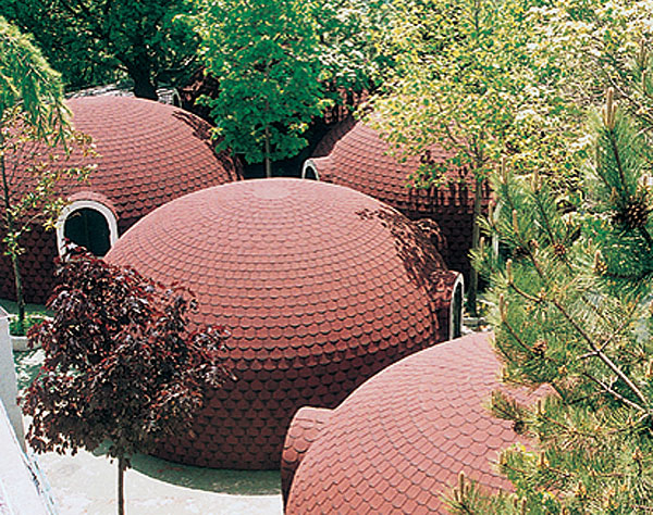 купольная крыша из керамической черепицы