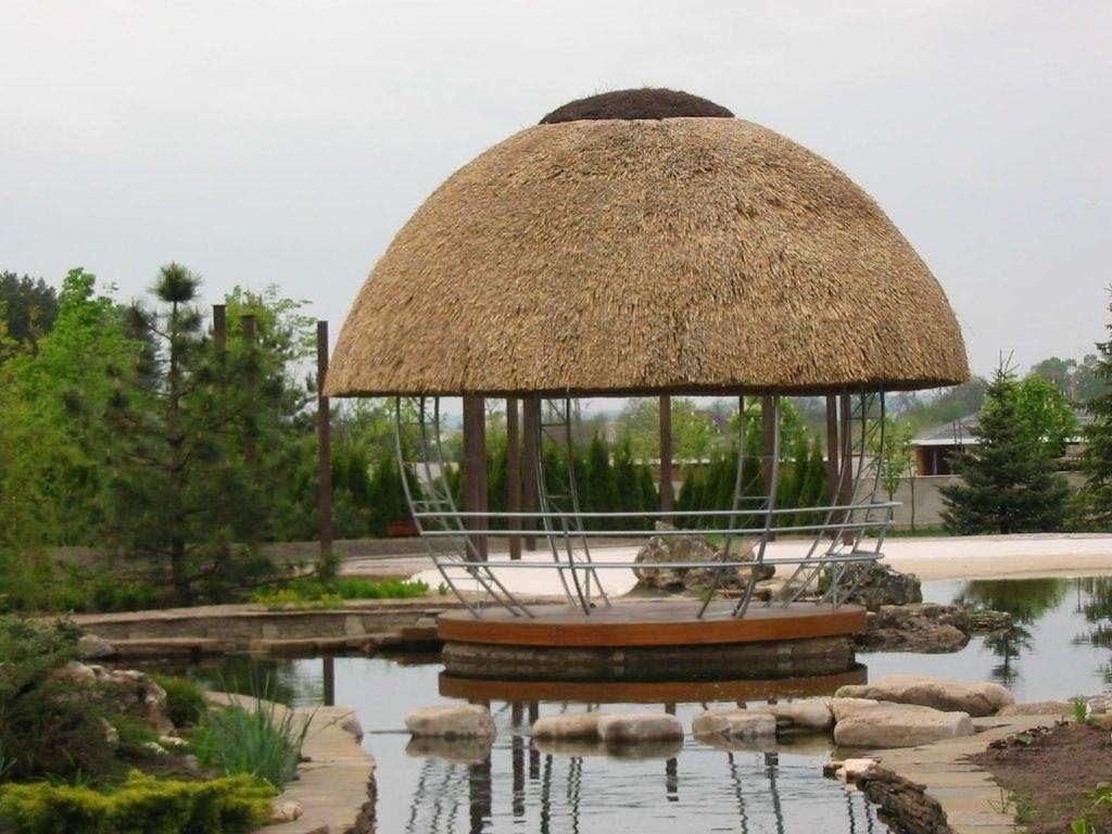 купольная крыша из тростника