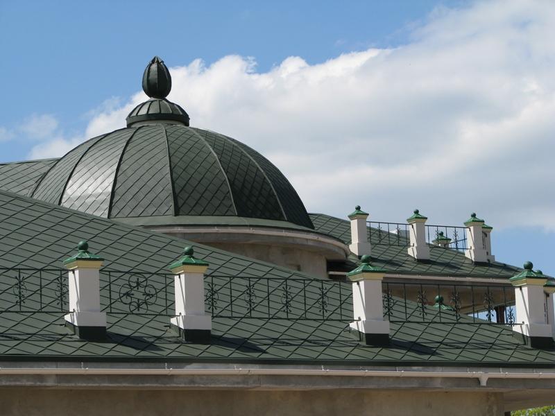 купольная крыша из штучной металлочерепицы