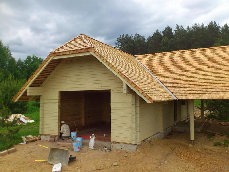 полувальмовая деревянная крыша
