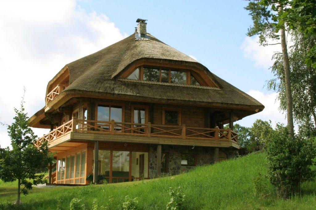 шатровая камышовая крыша