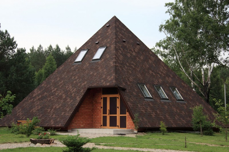 шатровая крыша из гибкой черепицы