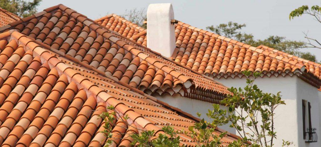 шатровая крыша из керамической черепицы